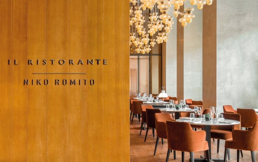 3-2-Bvlgari-hotel-beijing-luxurious-interior-design-China-restaurant-round-tables-dining-chairs-Italian-style