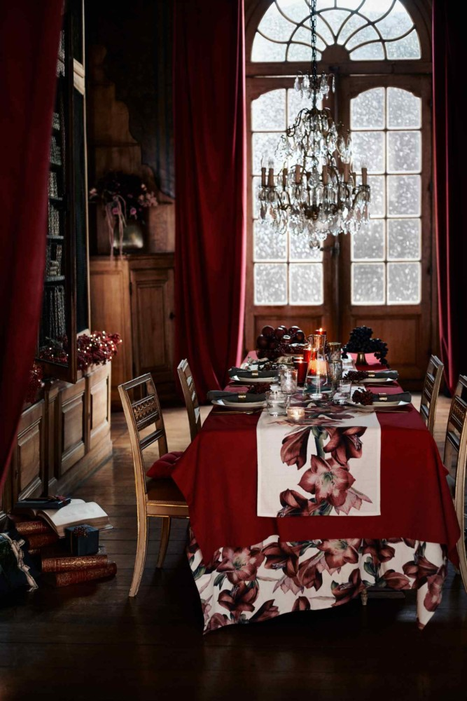 3-4-new-Christmas-2017-collection-of-home-decor-interior-design-by-H&M-Home-dining-room-decoration-red-tablecloth-with-floral-print-red-curtains-high-ceiling-arched-window-wooden-furniture-chandelier