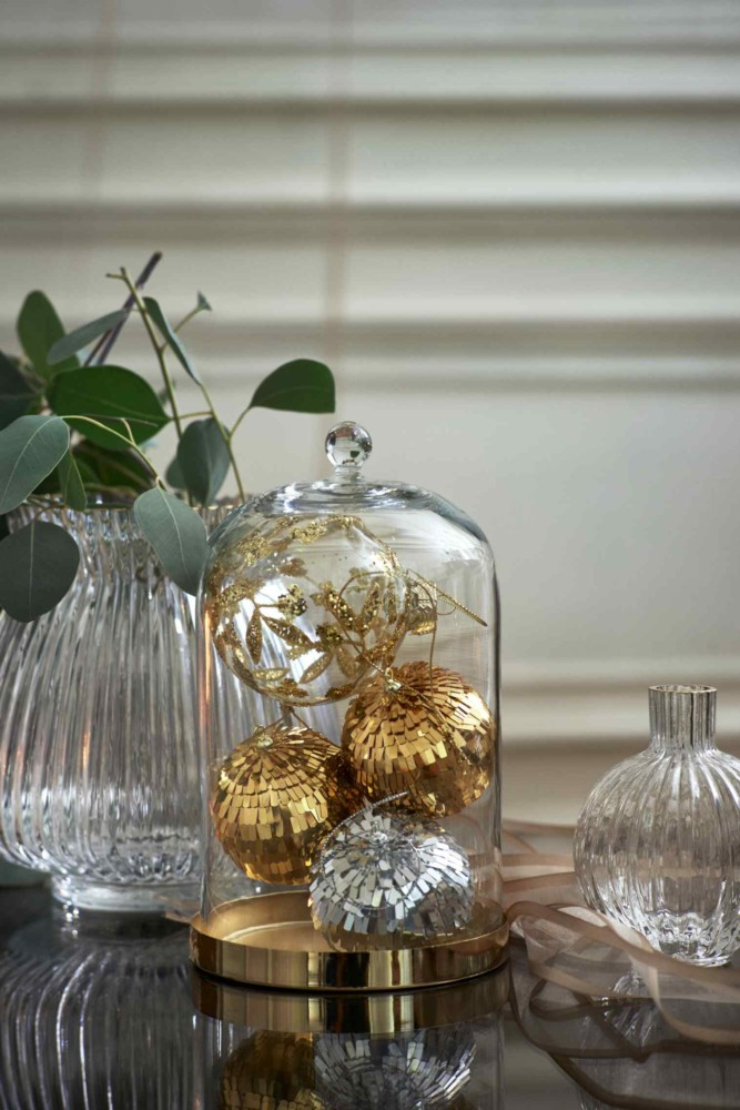 4-2-new-Christmas-2017-collection-of-home-decor-interior-design-by-H&M-Home-crystal-cut-glass-flower-vases-decorative-cage-balls-golden-silver-decor