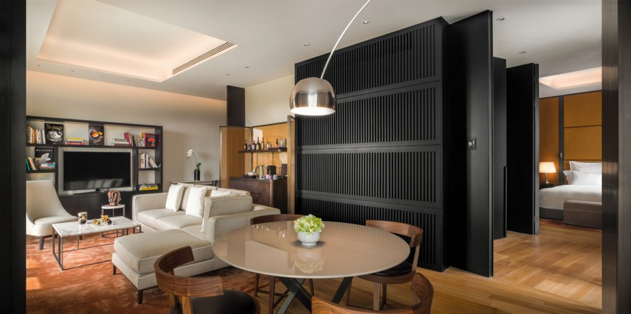 5-1-Bvlgari-hotel-beijing-luxurious-interior-design-China-contemporary-style-premium-room-hall-living-room-lounge-bedroom-floor-lamp-black-beige-gray