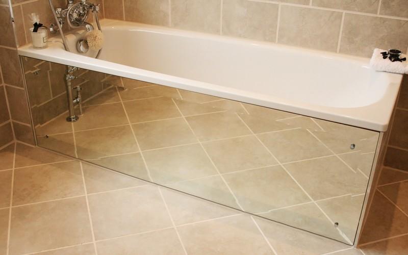 1-4-mirrored-furniture-in-interior-design-decorative-screen-under-bath-bathtub-bathroom-beige-floor-tiles