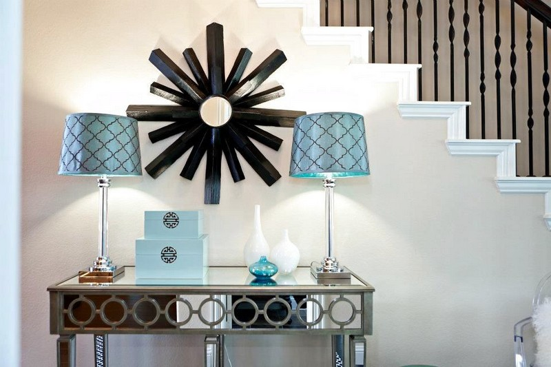 5-2-mirrored-furniture-in-interior-design-console-table-staircase-blue-table-lamps-art-deco-mirror