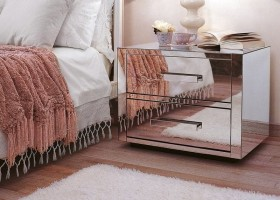 6-1-mirrored-furniture-in-interior-design-bedroom-nightstand-bedside-table-pink-blanket