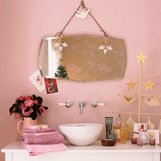 9-vintage-retro-style-bathroom-interior-powder-pink-painted-walls-towels-flowers-vase-top-mounted-sink-mirror-copper-golden-decor-Christmas-decorations