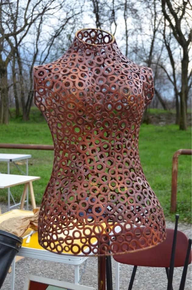 1-4-European-Italian-flea-market-photo-items-sale-antiquities-metal-mannequin