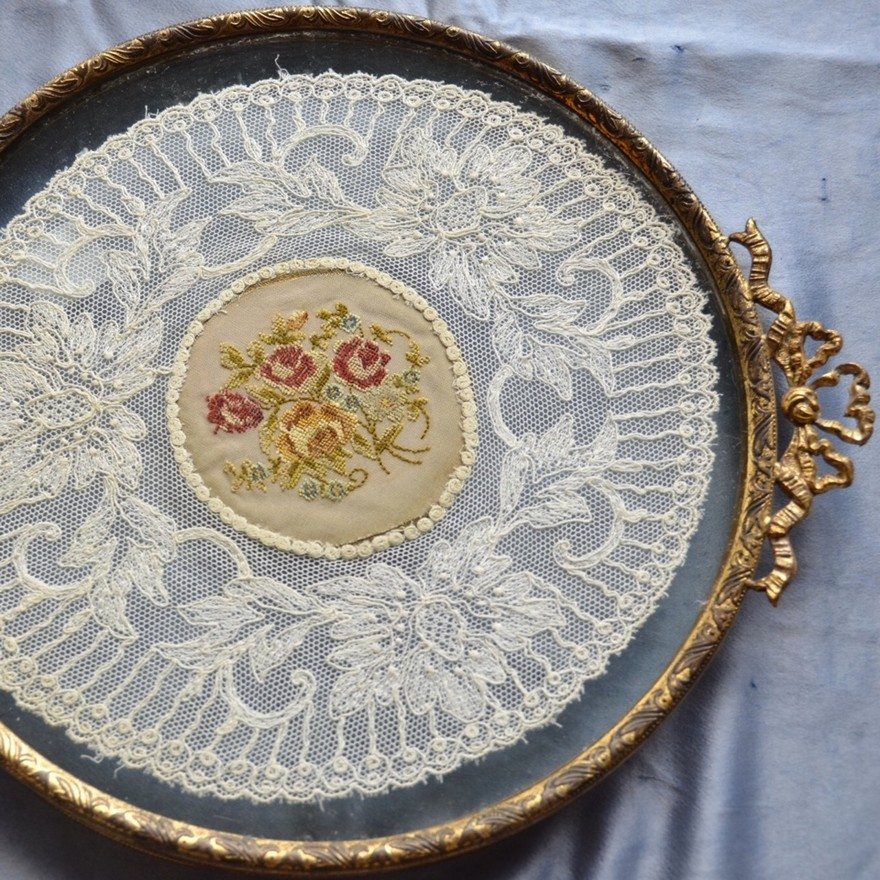 2-1-European-Italian-flea-market-photo-items-sale-antiquities-decorative-lace-tray-for-jewelry