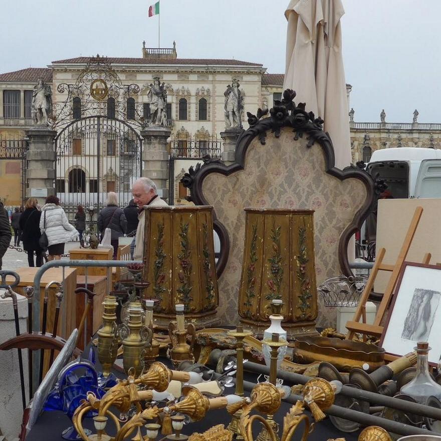 2-3-European-Italian-flea-market-photo-items-sale-antiquities-furniture-lamps-sconces