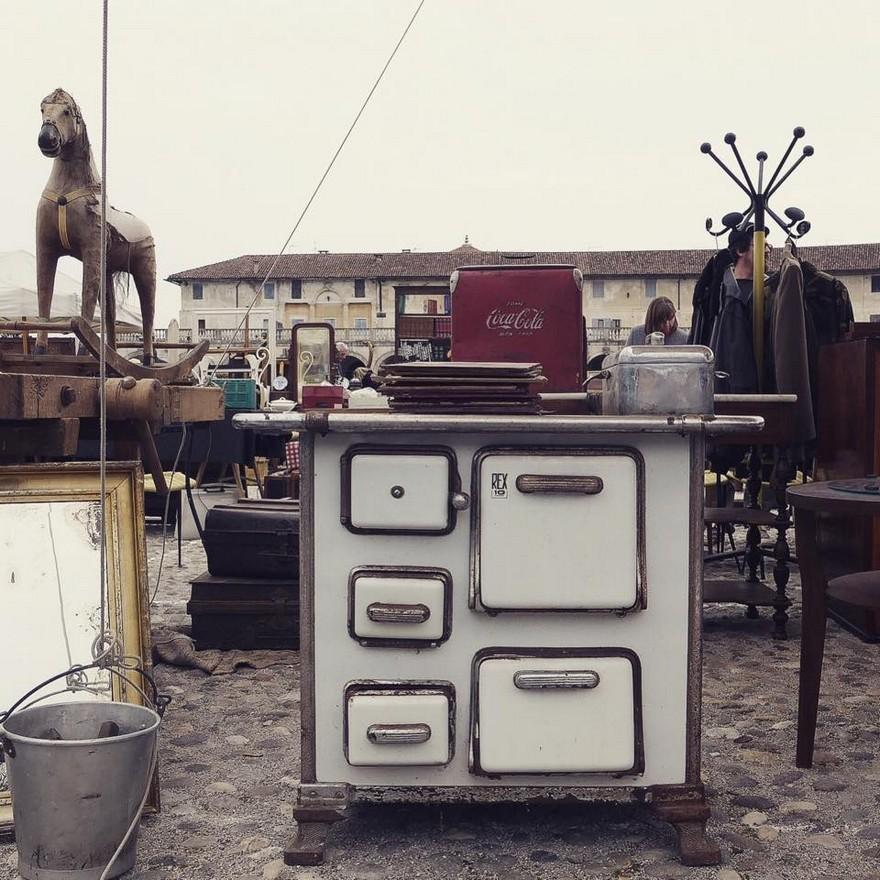 3-1-European-Italian-flea-market-photo-items-sale-antiquities-retro-style-kitchen-stove