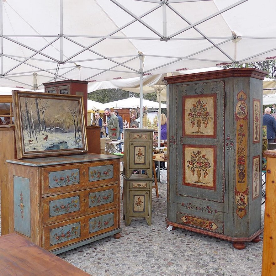 3-2-European-Italian-flea-market-photo-items-sale-antiquities-antique-furniture-blue-green-wardrobe-chest-of-drawers-nightstand-with-painted-doors