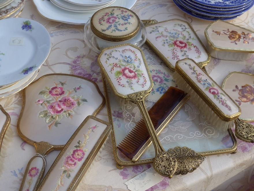 4-1-European-Italian-flea-market-photo-items-sale-antiquities-beauty-items-hand-mirror-hair-brush-powder-bowl-beautiful-glazed-antique
